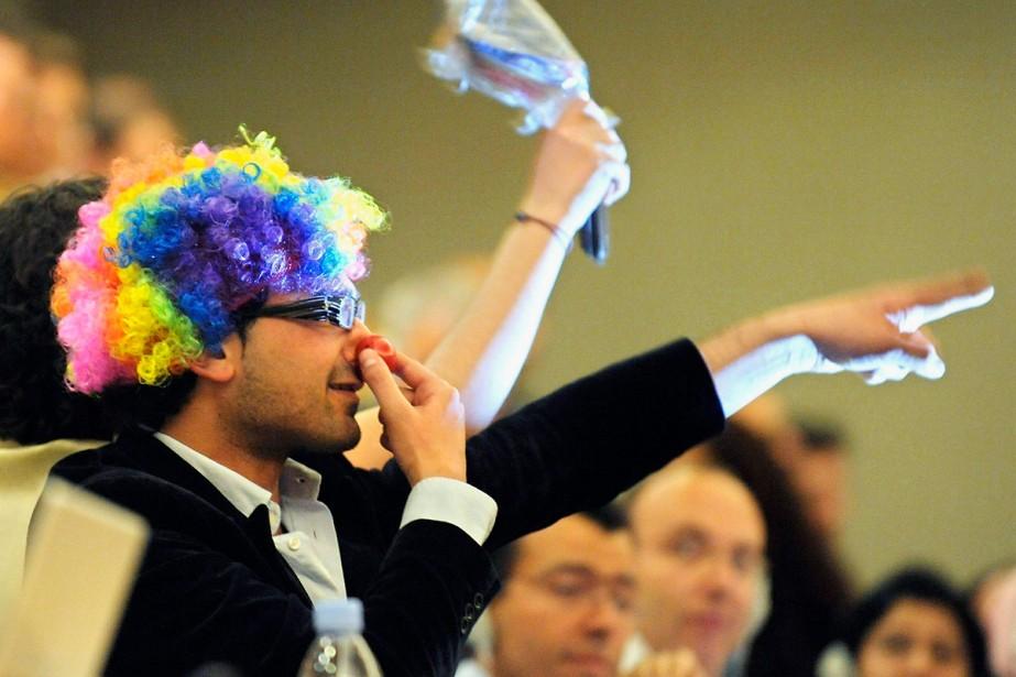 Dans la salle, trois manifestants étaient déguisés en... (Photo: AP)