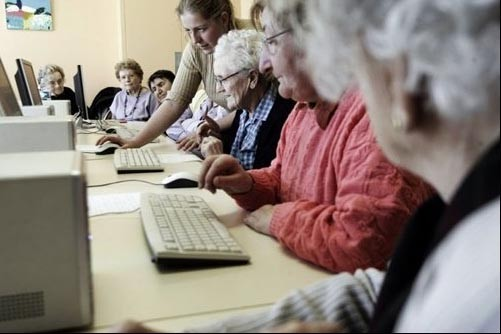 Les jeunes ont fait le succès de l'internet naissant. Mais ce... (Photo: AFP)