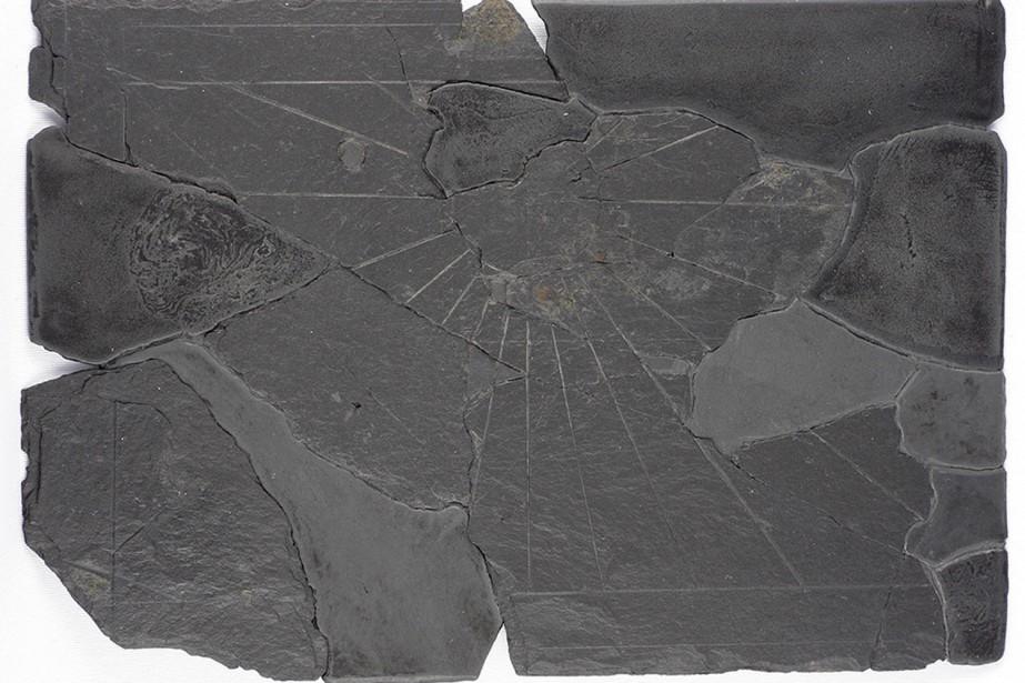 Le cadran solaire découvert par l'École de fouilles... (Photo fournie par Pointe-à-Callière)