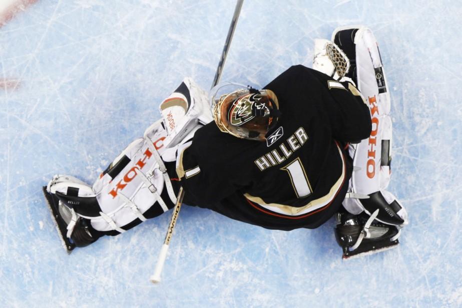 Jonas Hiller... (Photo: AP)