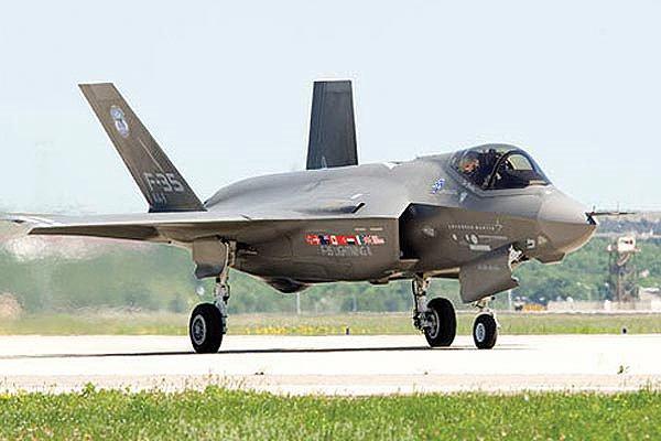 L'avion F-35 Lightning II de Lockheed Martin...