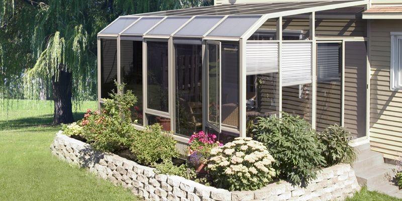 Le choix du vitrage et des autres matériaux... (Photo tirée du livre <i>Solariums et jardins d'hiver</i>)