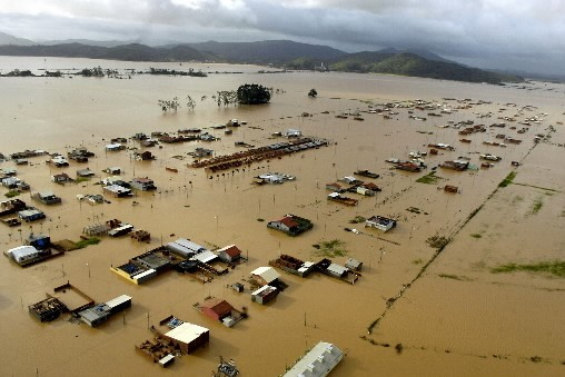 Des inondations et des coulées de boue ont fait au moins 14 morts... (Photo: AFP)