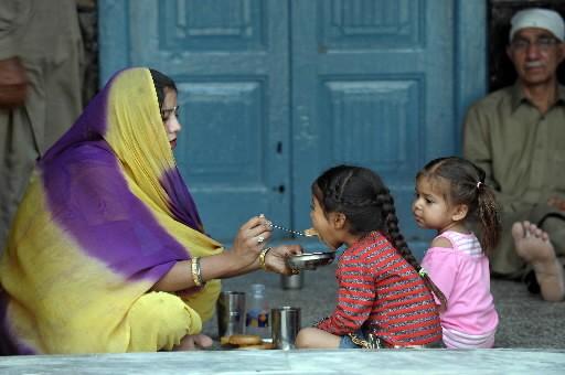 Des Pakistans de la vallée de Swat déplacés.... (Photo: AFP)