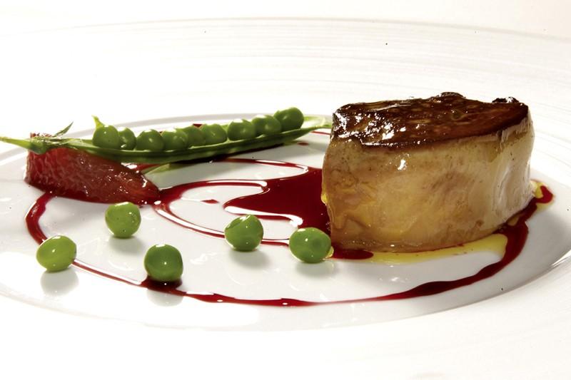 Foie gras de canard poêlé, pamplemousse et petits... (Photo: Jérôme Aubanel, collaboration spéciale)