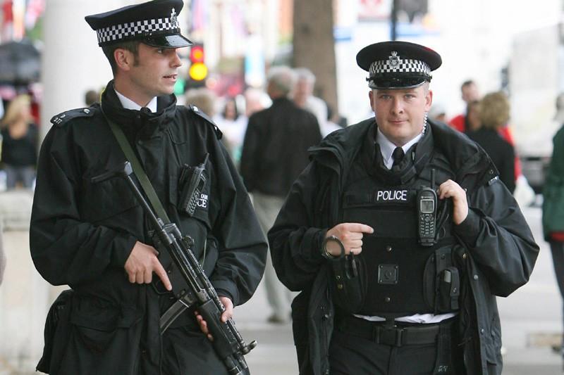 Des policiers dans une rue de Londres.... (Photo: Bloomberg News)