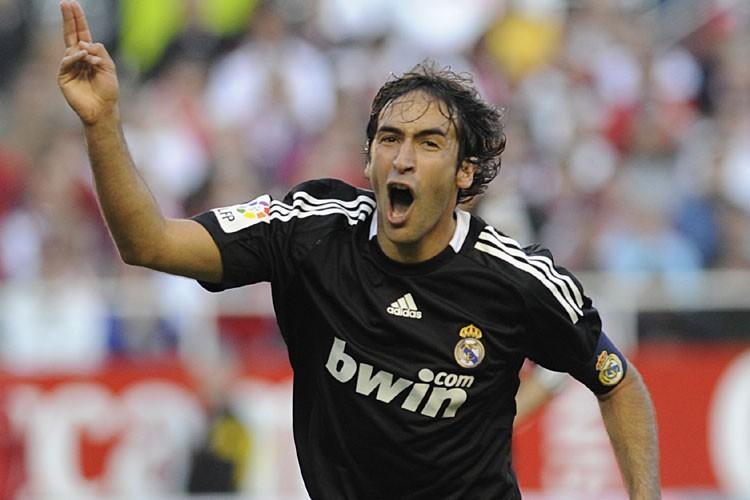 Raul est sous contrat avec le Real Madrid,... (Photo: AFP)