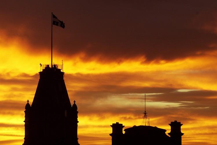 Le Parlement de Québec au crépuscule.... (Photo: archives La Presse)