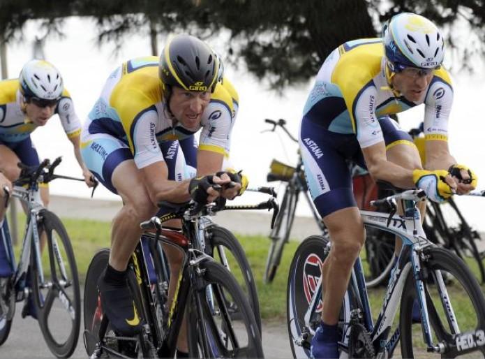 Lance Armstrong et l'équipe Astana... (AFP)