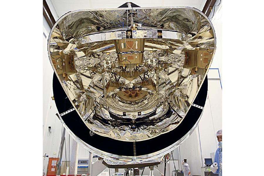 Vue du miroir du satellite Planck, au Centre... (Photo: AFP)