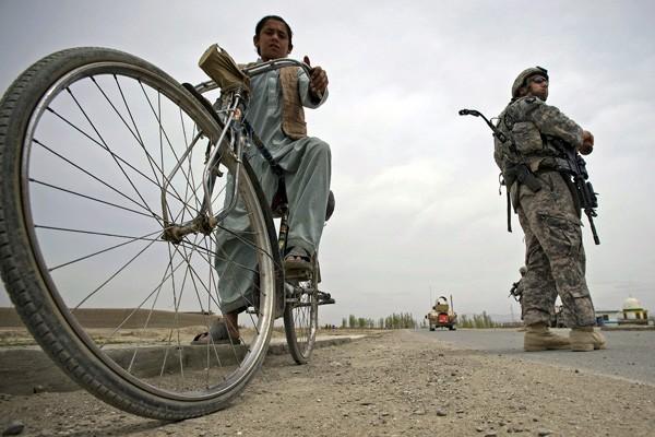 Trois civils afghans ont été tués et trois blessés par... (Agence France Presse)