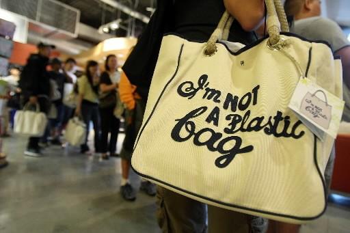 Les consommateurs de la planète sont plus attentifs à l'impact de... (Photo: AFP)