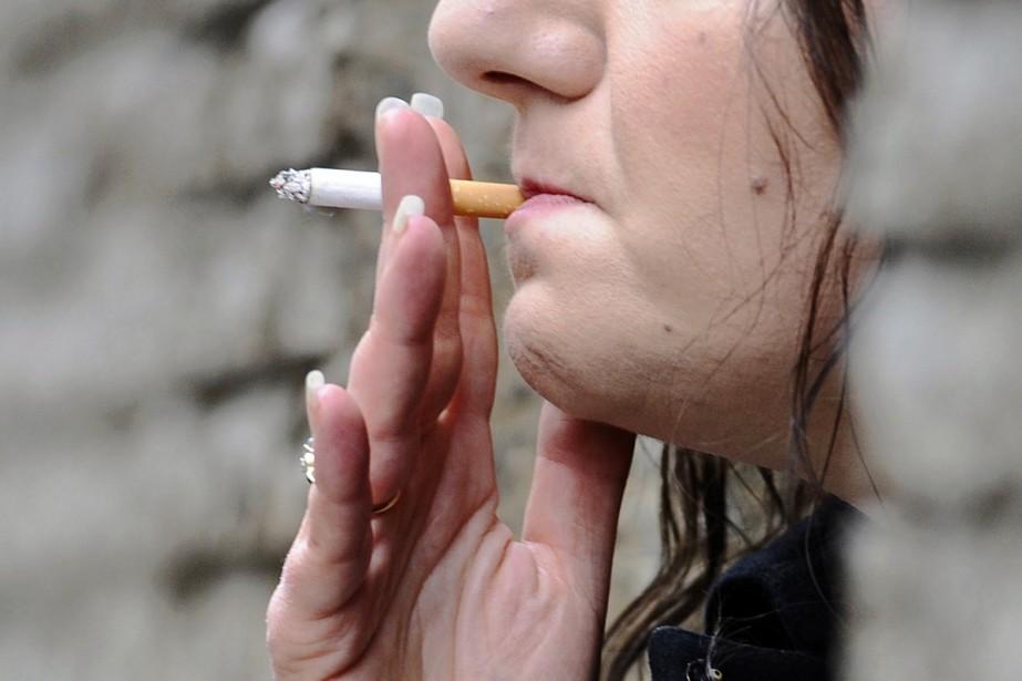 Les cigarettes parfumées aux fruits, aux bonbons ou au clou de... (Photo Reuters)