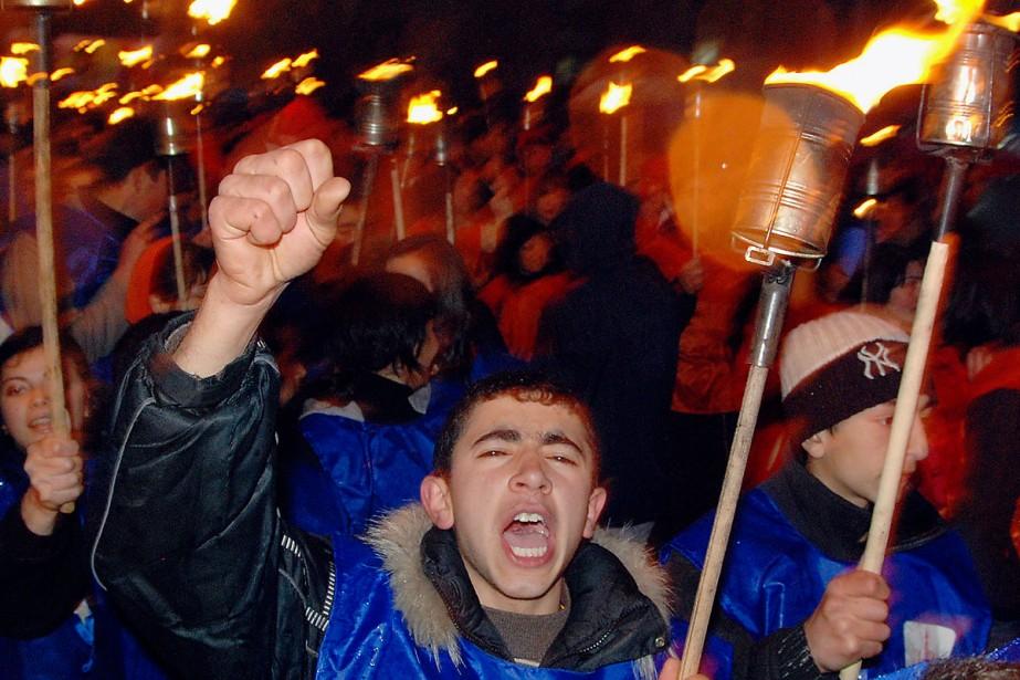 Ces manifestants sont descendus dans les rues d'Erevanle... (Photo: AFP)