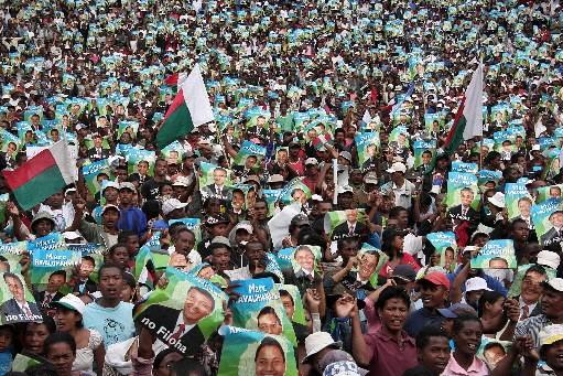 Plus de 10 000 partisans du président malgache évincé Marc... (Photo: AFP)