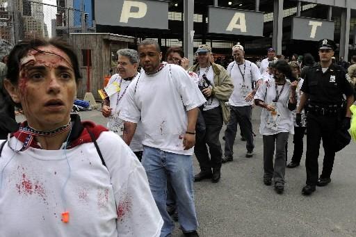 Des centaines de figurants ont été maquillés pour... (Photo: AFP)