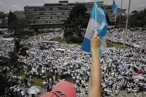 Des milliers de manifestants sont descendus dans les... (Photo: AP)