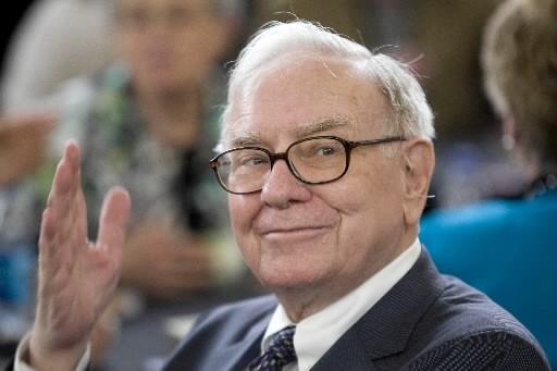 Warren Buffett... (Bloomberg)