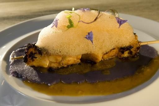 Brochette de pétoncles à la sauce panca, purée... (Photo: André Tremblay, La Presse)