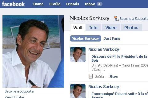 Le président français Nicolas Sarkozy cherche à apparaître décontracté sur le...
