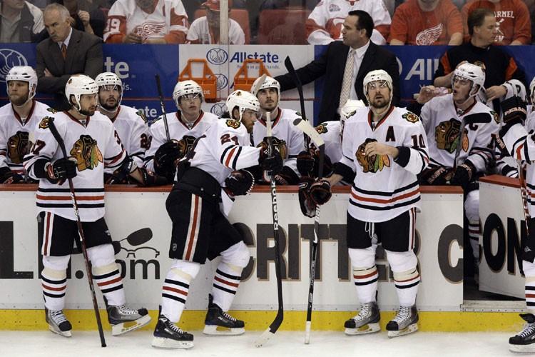 Les Blackhawks auront la lourde tâche de combler... (Photo: AP)