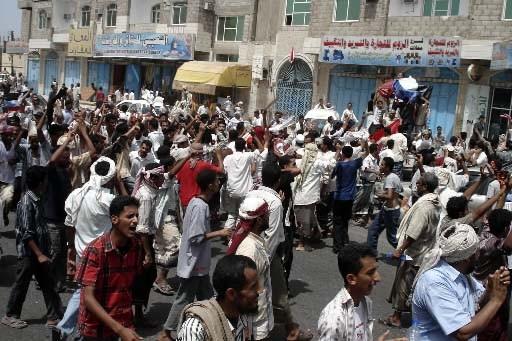 Des Yéménites manifestent dans la capitale.... (Photo Reuters)
