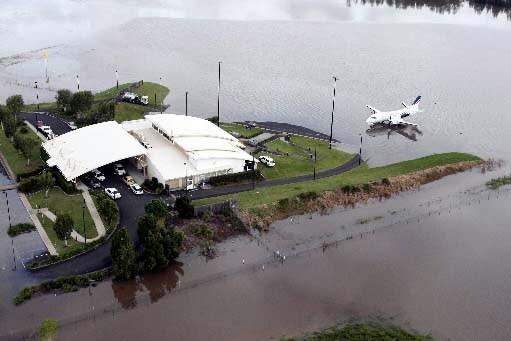 L'aéroport de Lismore, en Australie, est presque submergé.... (Photo Reuters)