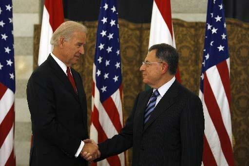 Le vice-président Joe Biden et le premier ministre... (Photo AFP)