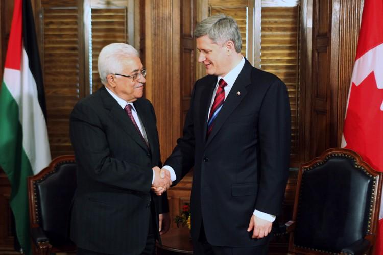 MahmoudAbbas a eu un entretien avec Stephen Harper... (Photo: AFP)