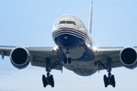Le trafic international de passagers a poursuivi sa lente remontée en août, une...