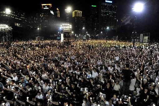 Des dizaines de milliers de personnes participent à... (Photo AFP)