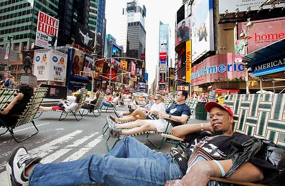 Times Square à New York... sans voitures. Tout... (Photo AP)