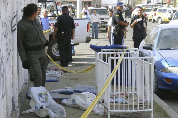 Des policiers ont scellé la zone de l'accident... (Photo: AFP)