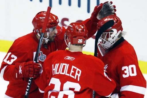 Les Red Wings célèbrent leur troisième victoire de... (Photo Reuters)