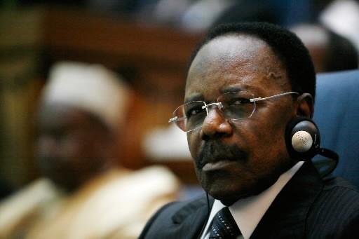 L'ancien président Omar Bongo (aujourd'hui décédé) et son... (AP)