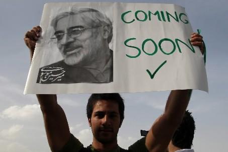 Une photo du candidat Mir Hosein Mousavi... (Photo: AFP)