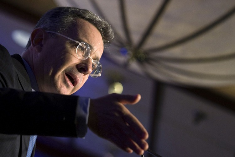 Alvaro Uribe... (Photo: Reuters)
