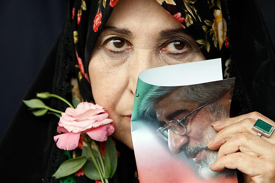 Zahra Rahnavard, la femme du candidat Mir Hossein... (Photo Reuters)