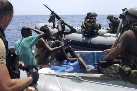 Un équipage espagnol vient d'intercepter des pirates présumés... (Photo Reuters)