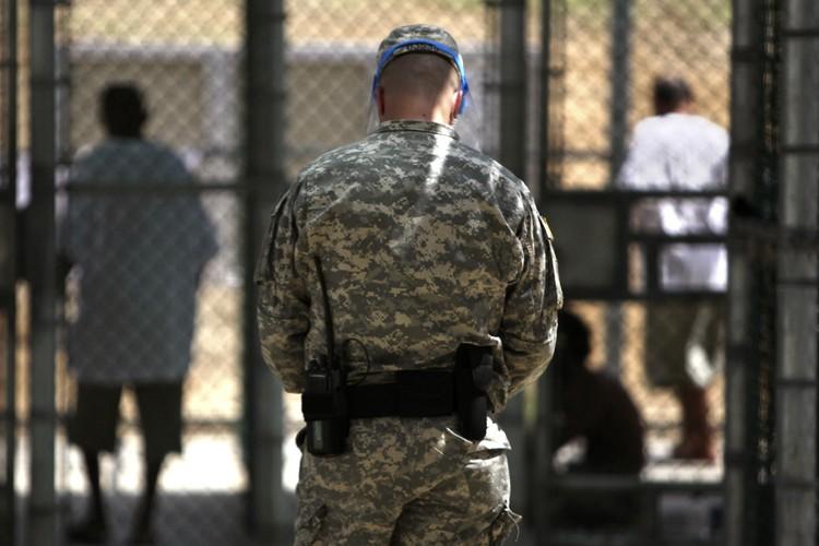 Trois détenus saoudiens du centre de détention de... (Photo: Reuters)