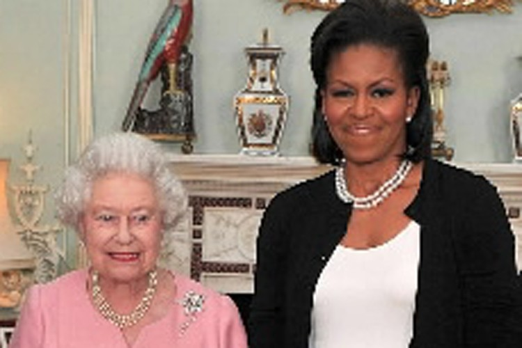 La reine Elizabeth II et Michelle Obama.... (Photo: AFP)