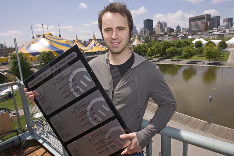 Louis-José Houde a reçu une plaque pour commémorer... (Photo: David Boily, La Presse)