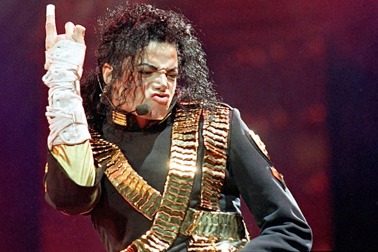 Michael Jackson lors d'un spectacle de sa tournée... (Photo: AP)