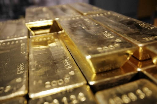 Les cours de l'or ont encore amélioré leur record vendredi,... (Photo: AFP)