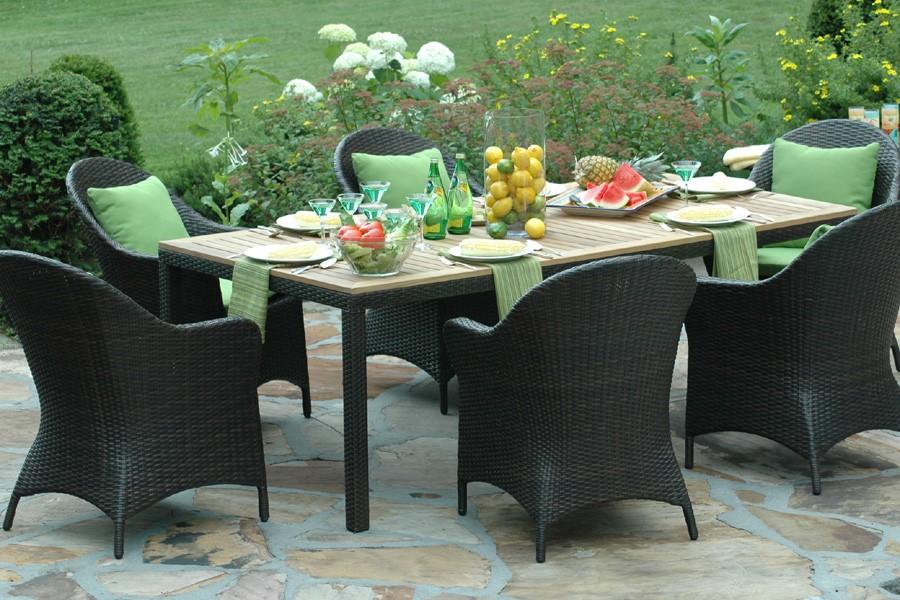 Des salons-jardins meublés au naturel