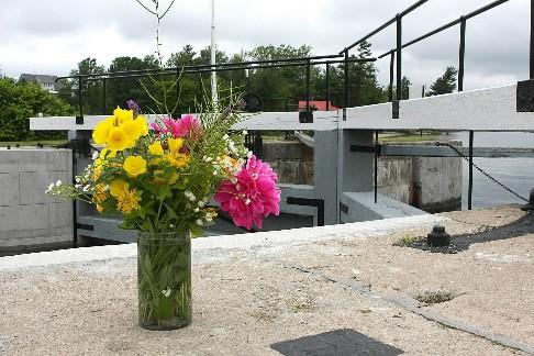 Des fleurs ont été déposées près de l'endroit... (Phtoto : PC)