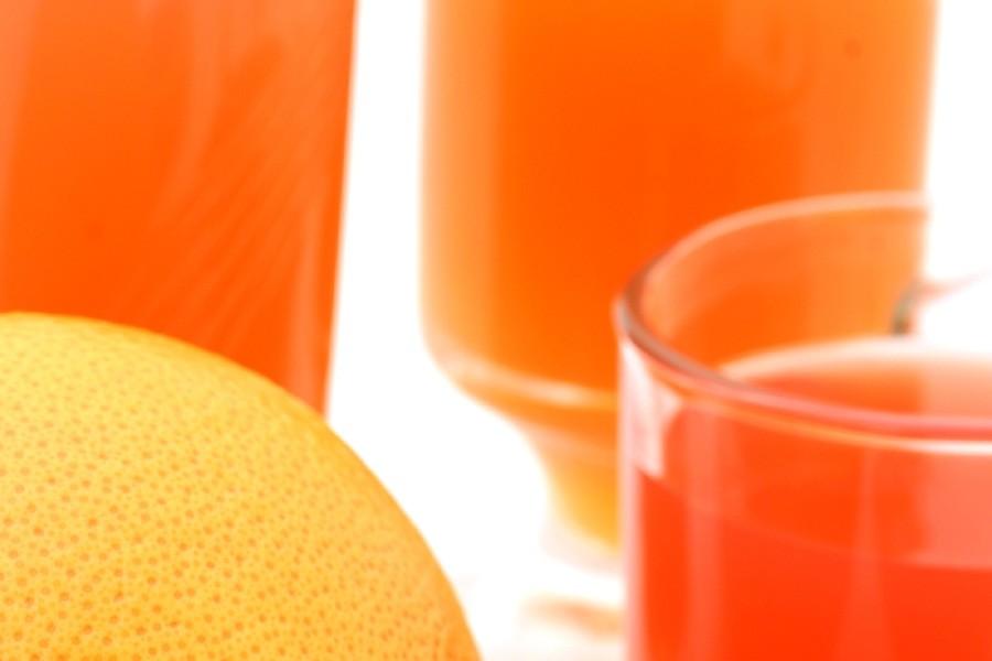 Les jus de fruits acides comme le jus d'orange pourrait... (Photo: Relaxnews)