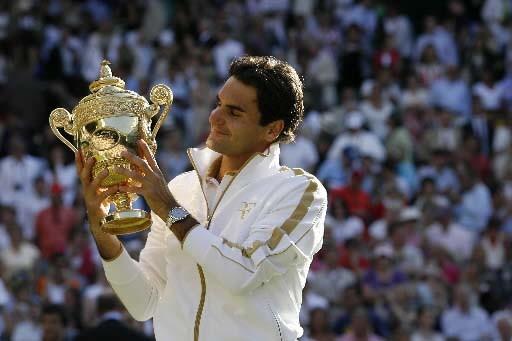 Roger Federer savoure sa victoire historique.... (Photo AFP)