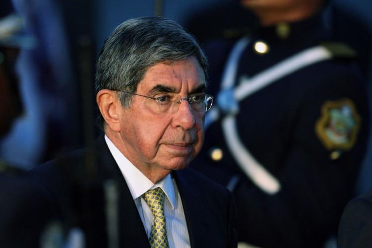 Oscar Arias... (Photo: Reuters)