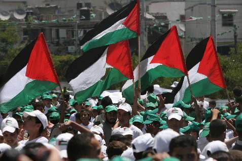 Des supporters du mouvement du Hamas... (Photo: AFP)
